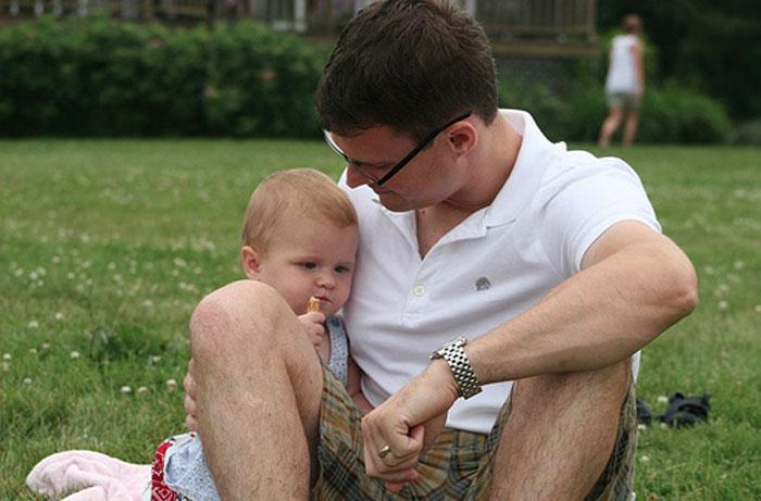 beciomin dad moebes in the grass